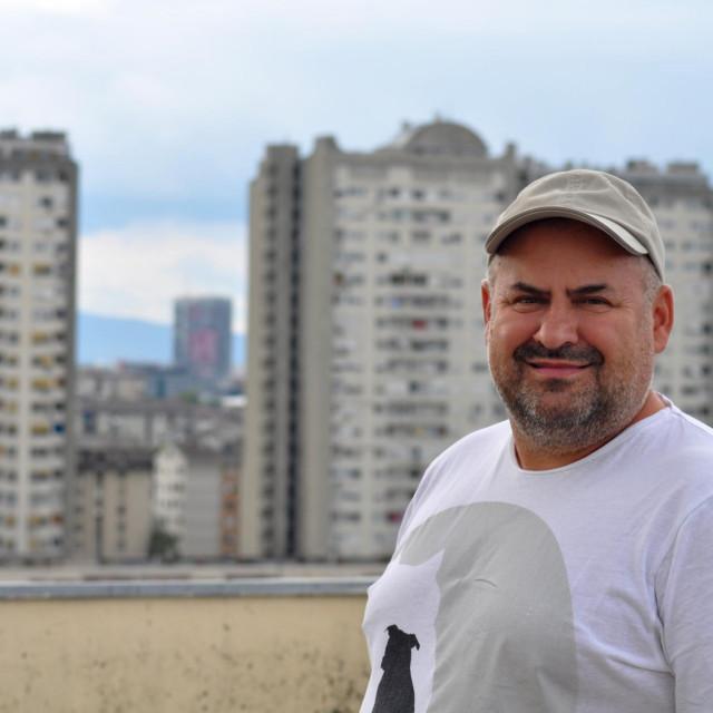 Ivica Prtenjača: Živim u armiranoj neboderastoj kašetici izgrađenoj 67. Zaljuljala se jako, nije to bio sentiš. Popadale su neke stvari i napuklo malo gipsanih ploča na spojevima. Ništa strašno