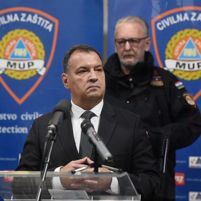 Zagreb, 250320.<br /> Nacionalni stozer civilne zastite odrzao je konferenciju za medije o najnovijim detaljima sirenja koronavirusa u Hrvatskoj. ministar zdravstva.<br /> Na fotografiji: Vili Beros.<br />
