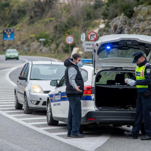 Policijski punkt između grada Dubrovnika i općine Župa dubrovačka