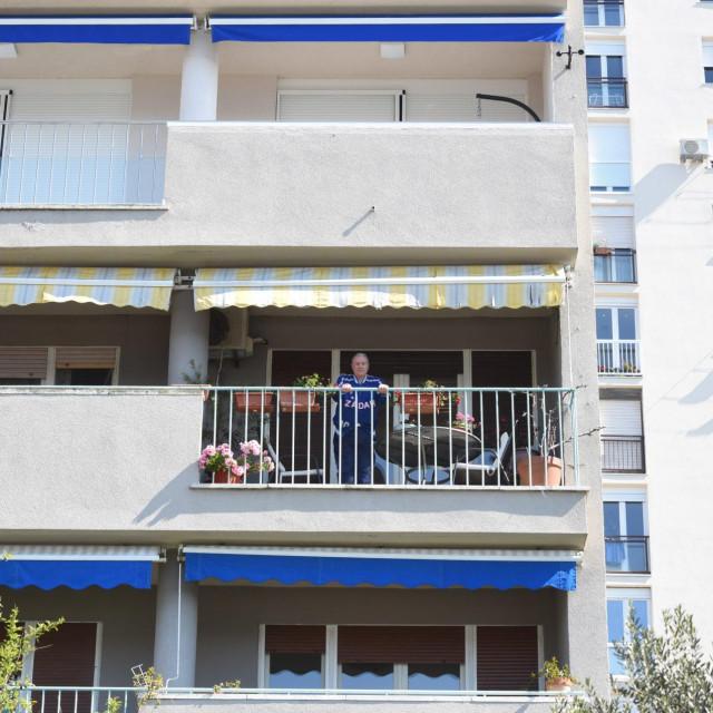 Giuseppe Giergia (82), poznati kosarkas i bivsi direktor KK Zadra, odradio je trening na svom balkonu zbog situacije sa koronavirusom.