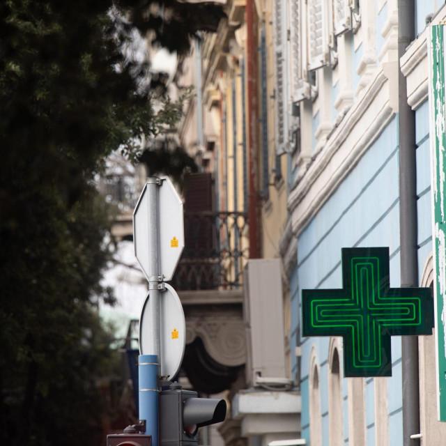 Rijeka, 240220.<br /> Korzo.<br /> U gradu svega nekolicina gradjana nosi maske nakon sto je jucer u Italiji preminulo nekoliko osoba od korona virusa.<br /> Na fotografiji: Ilustracija gradjana.<br />