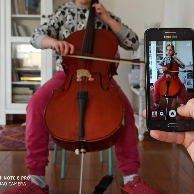Učenici glazbene škole Luke Sorkočevića u Dubrovniku snimaju se na Viber, WhatsApp ili nastavu odrađuju preko Skypea sa svojim mentorima