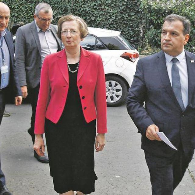 """""""E svetac, poput Alemke Markotić, sada očekuje i za skršenu ekonomiju. Ne, to sigurno nije Darko Horvat. Nije čak ni inače natprosječno korektan ministar Zdravko Marić."""""""