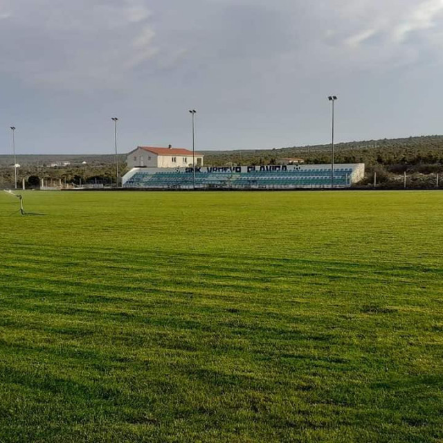 Poboljšali travnjak svojim nogometašima