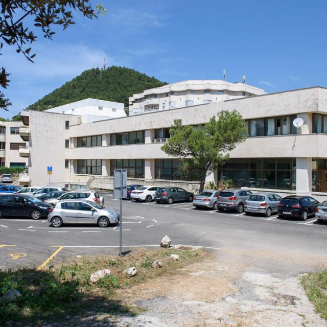Dubrovnik,280518.<br /> Opca bolnica Dubrovnik.<br /> Zaprimljena osoba za koju se sumnja da boluje od ospica.<br />