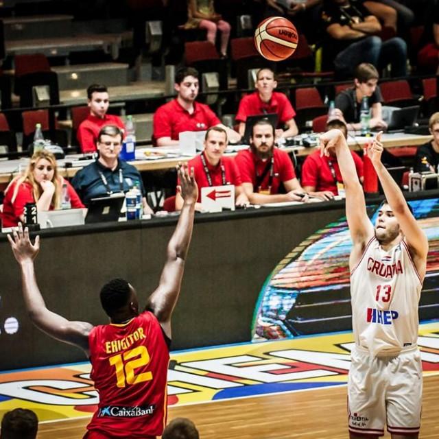 Domagoj Proleta protiv Španjolske na Europskom prvenstvu za igrače do 20 godina foto: FIBA Europe