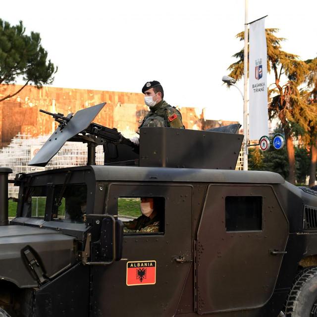 Albanci su zbog 'korone' na ulice poslali vojnike naoružane do zuba. To je kraj demokracije i ljudskih sloboda. Pitanje je na koliko dugo