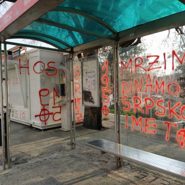 Libertasova autobusna stanica išarana uvredljivim porukama