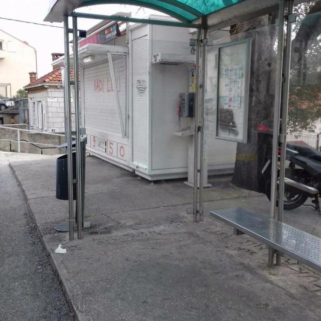 Grad uklonio grafite u Hebrangovoj