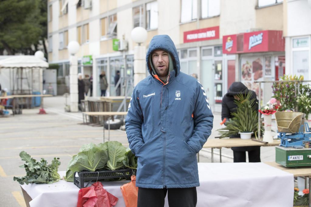 Ante Mandalinić: Gledan jučer u dućanu ljudi pribiru po voću i povrću i ko to može kontrolirat! A ja svojim mušterijama nikad nisan dozvoljava da njuše i pipaju robu