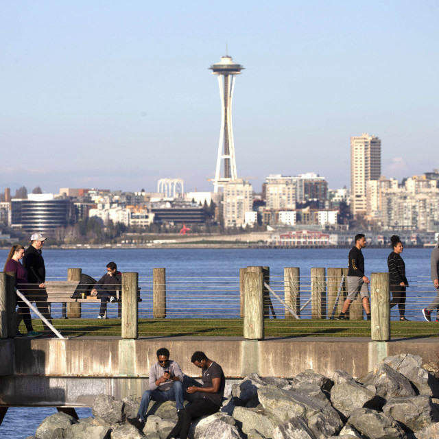 SEATTLE, WA - MARCH 20: People exercise social distancing at a park in West Seattle on March 20, 2020 in Seattle, Washington. Washington Governor Jay Inslee strongly encourages people to practice social distancing to prevent the spread of the coronavirus (COVID-19).  Karen Ducey/Getty Images/AFP <br>== FOR NEWSPAPERS, INTERNET, TELCOS & TELEVISION USE ONLY ==