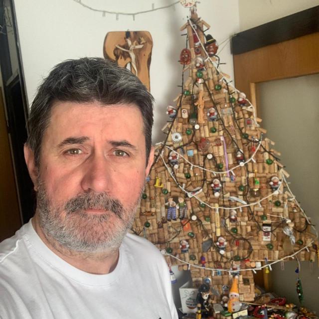 Vedran Mlikota i njegova originalna božićna jelka