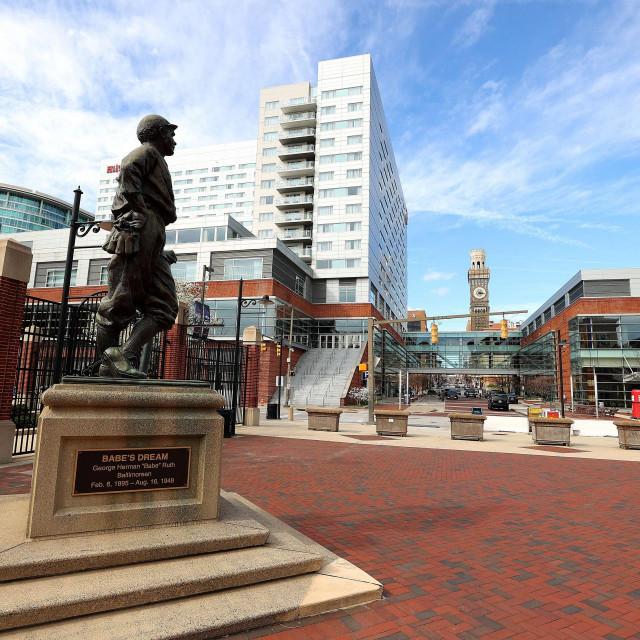 Legenda baseballa Babe Ruth se uspio oporaviti od španjolske gripe. Na fotografiji je njegov kip u Baltimoru