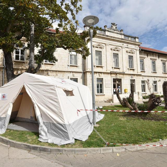 Ravnatelj OB Zadar Željko Čulina zahvalio se svim ljudima koji su pomogli opremom ili donirali sredstva kako bi sve osobe pozitivne na koronavirus bile zbrinute.