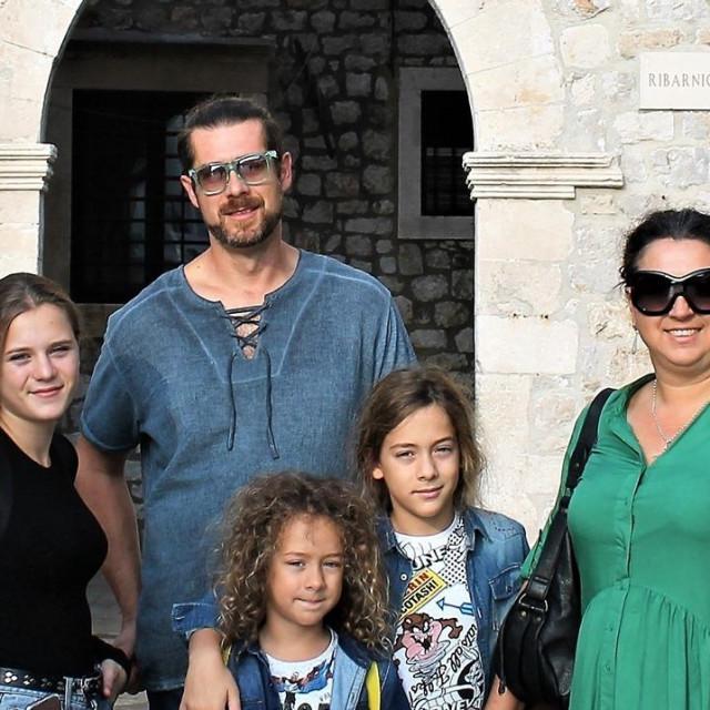 Dubrovčani u karanteni različito provode dane - Silva Lučić s obitelji