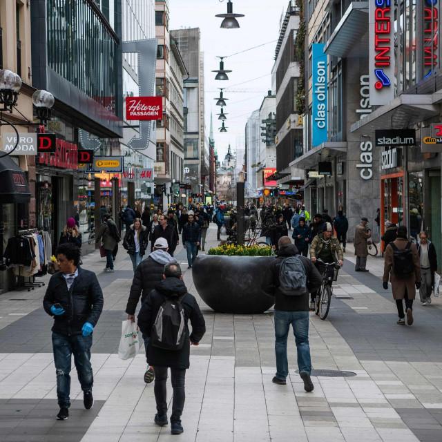 Šveđani se slobodno kreću svojim gradovima