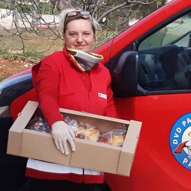 Djelatnici i volonteri Crvenog križa podijelili su 4360 uskršnjih pogača na prostoru cijele bivše Općine Biograd