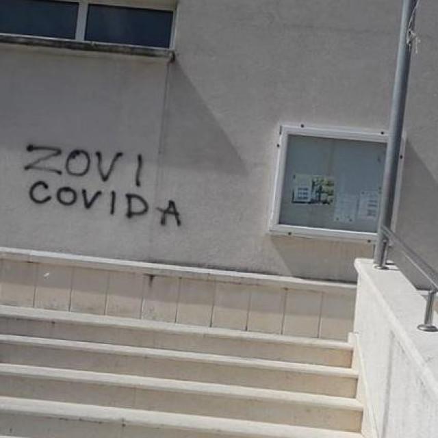 Neumjesni grafit na solinskoj crkvi