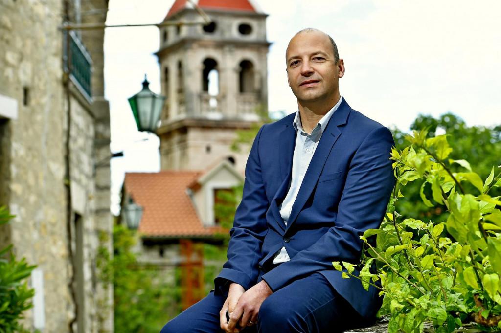 Prof. Mijo Stanić: Voljeli bismo da se makar nešto održi, pa makar u rujnu. U nekakvom skraćenom obliku, barem jedna revijalna večer<br />