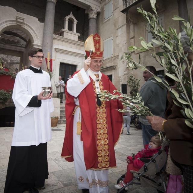 Lani smo ukatedrali Svetog Dujma imali i misu i procesiju koju je predvodio nadbiskup Marin Barišić