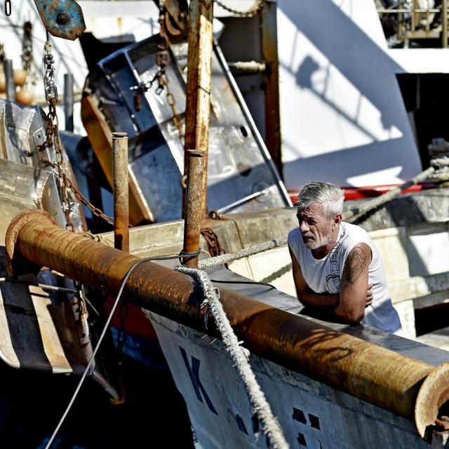 Split, 250919.<br /> Ribarska luka u Brizinama na prostoru nekadasnjeg rezalista u Sv. Kaji ce se temeljiti preurediti.Za vrijeme obnove koja ce trajati godinu dana ribarice ce biti izmjestene u Sjevernu luku u Splitu.<br /> Na fotografiji: privremena ribarska luka u Sjevernoj luci<br />
