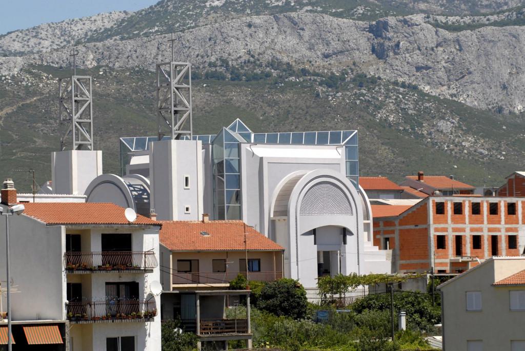 Crkva svetog Leopolda Mandića na Sirobuji