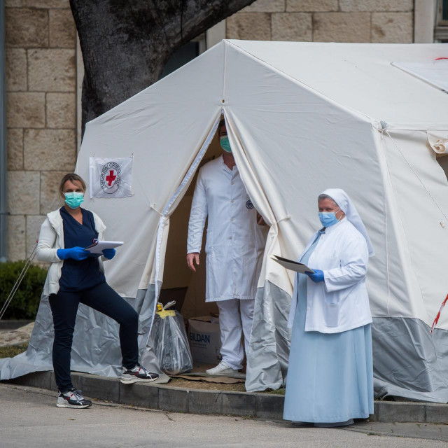Šator za trijažu pacijenata ispred OB Zadar