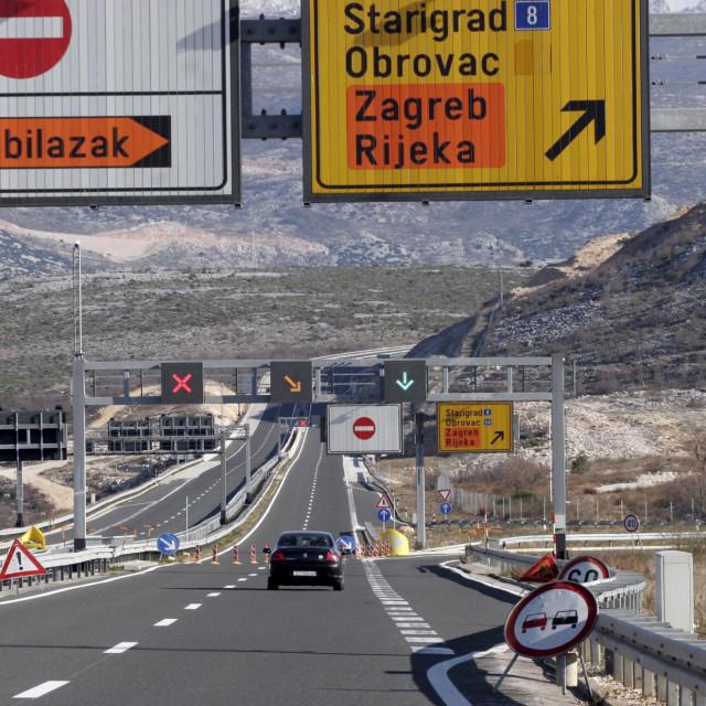 Zbog vjetra, na autocesti A1 između tunela Svetoga Roka i mosta Maslenica u ponedjeljak ujutro vozi se uz ograničenje brzine,