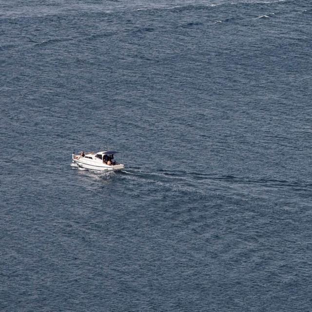 Sinoć oko 20,11 sati policija je zaprimila dojavu, kako su dvojica stranih državljana s Vira isplovili na more te se do mraka nisu vratili.