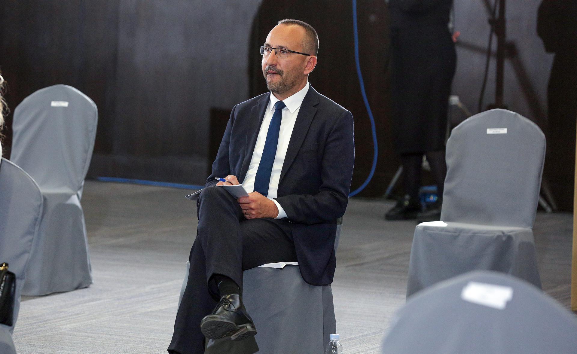 Incident u Saboru: Hrvoje Zekanović neprimjereno se ponio prema Vesni Pusić, stigle osude iz HDZ-a i SDP-a
