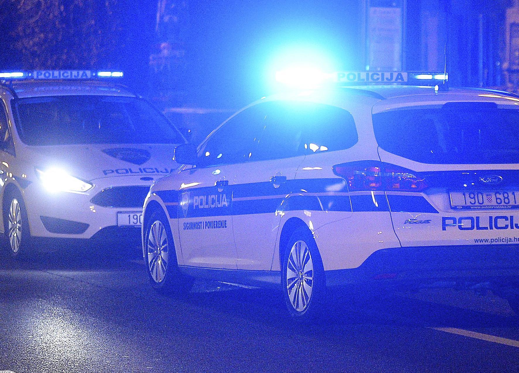 Incident ispred Doma u Vukovarskoj: korpulentni policajac poput šerifa s Divljeg zapada 'upao' novinarki i ekipi HTV-a usred javljanja uživo!