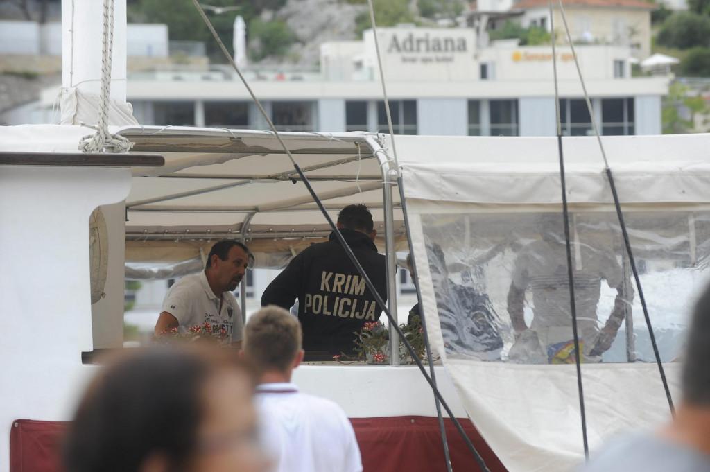 Policijski očevid na brodu Atlantia na kojem su se otrovali talijanski turisti