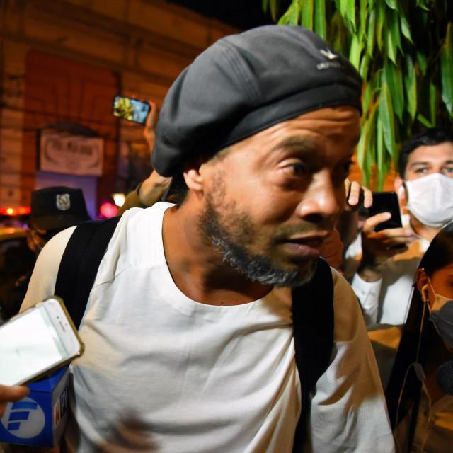 Ronaldinho ispred hotela