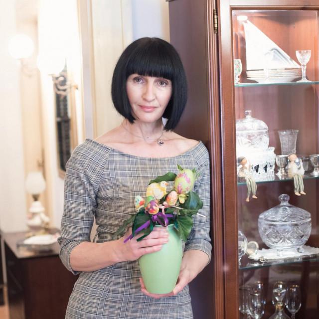 Miljenka Pezelj:Mater je uvik, ne samo za blagdane, držala do uređenja stola i obida u određenu uru, a to nastojim i ja