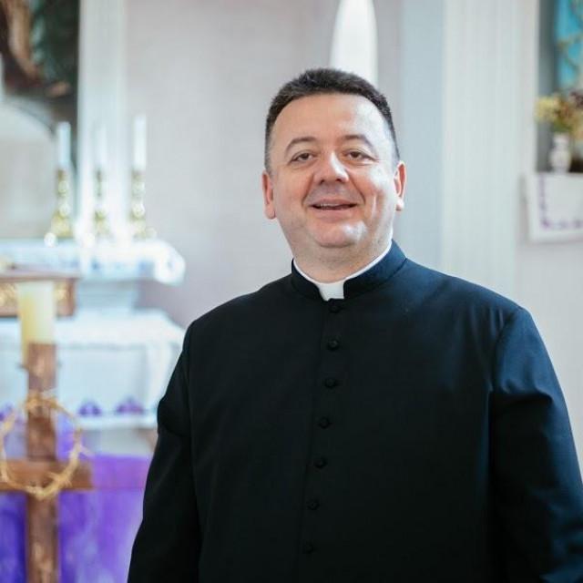Don Ivica Pervan, župnik župe Presvetoga Spasitelja u Mokošici