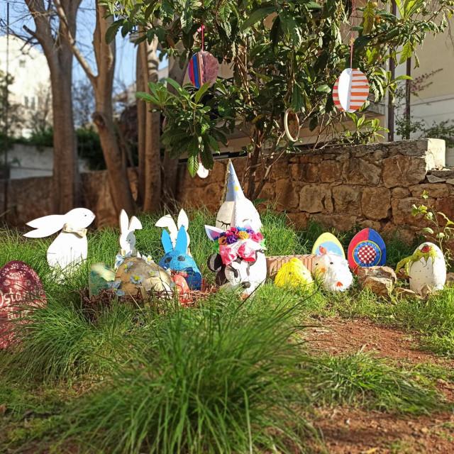 Prije tjedan dana krenuo je izazov među stanarima Čilipske ulice u Gružu - trebalo je izraditi veliko uskrsno jaje