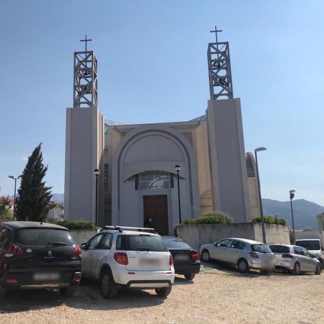 Župna crkva na Sirobuji