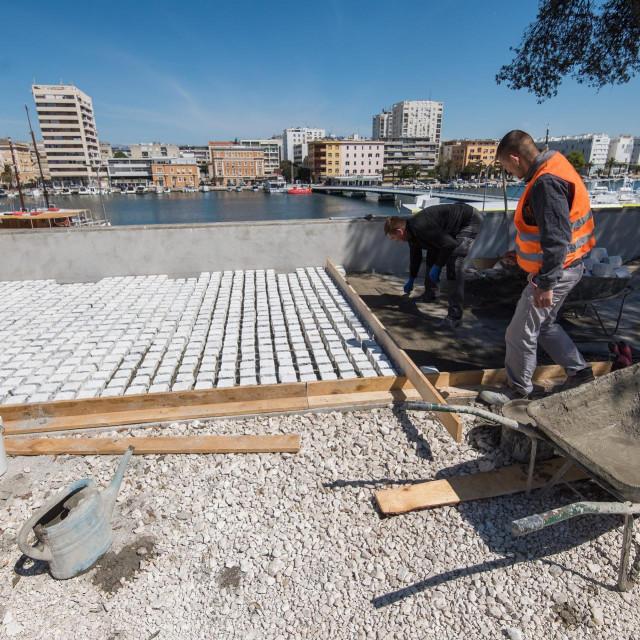 U tijeku su radovi na uređenju gradskih bedema i Muraja, a kada budu gotovi Zadar će na mjestu nekadasnje prometnice dobiti šetnicu i uređenu pješačku zonu dugu 750 metara