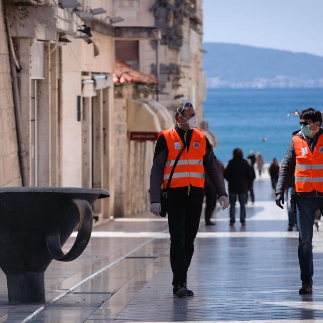 Patrola Civilne zaštite u Marmontovoj ulici u Splitu