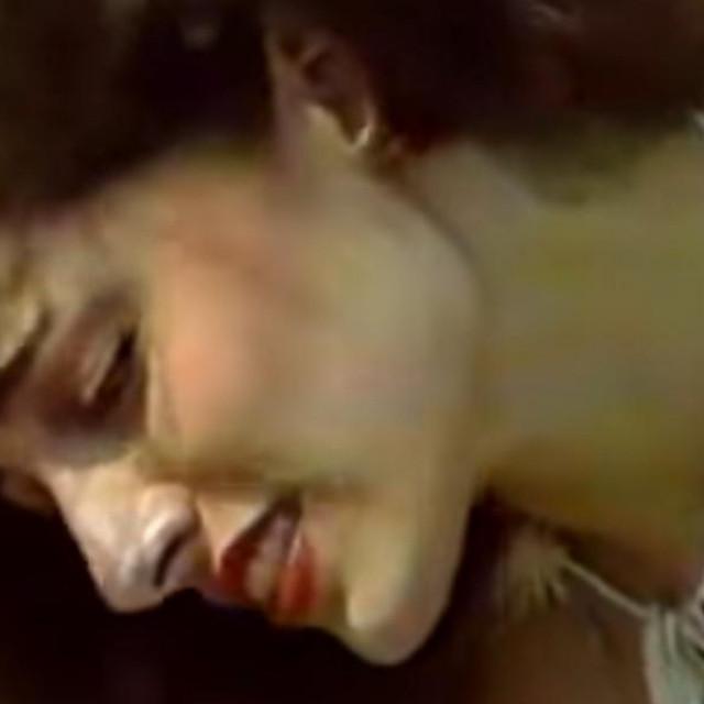 U spotu za pjesmu 'Hajde da se mazimo' iz 1983. godine