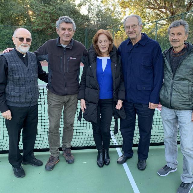 Dr. Giaconi (drugi zdesna) sa svojim splitskim prijateljima