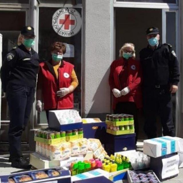 metkovski policajci pomažu potrebitima