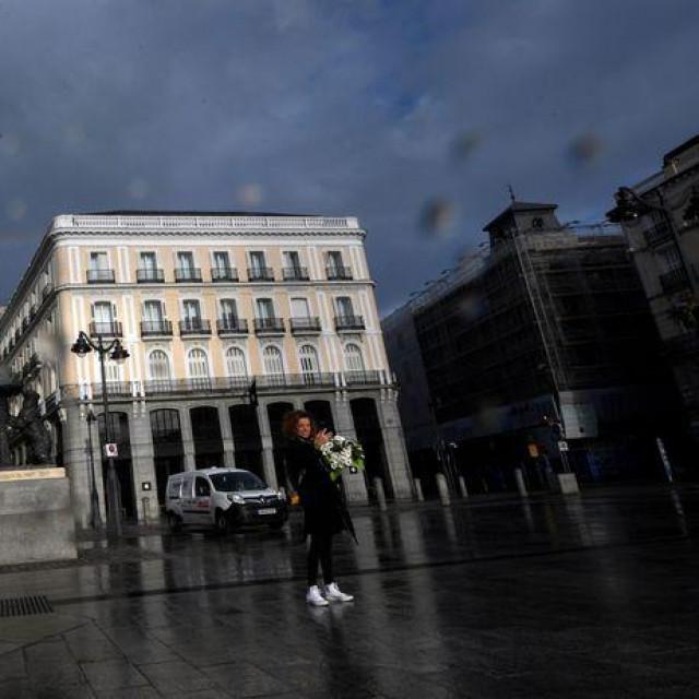 Broj preminulih i dalje vrlo visok, zdravstveni radnici na izmaku snaga, gradonačelnik Madrida priznao: 'Masovnih okupljanja i događaja neće biti do jeseni'