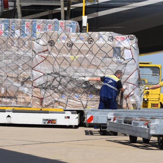 Iz Kine stiglo još 70 tona zaštitne medicinske opreme
