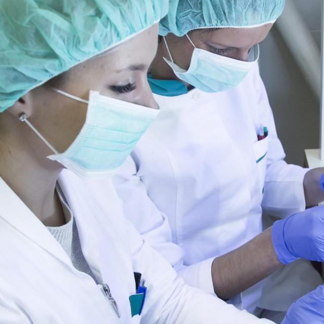 Split, 110118.<br /> Ljekarne splitsko dalmatinske.<br /> Reportaza o proizvodnji lijekova i preparata u Galenskom laboratoriju.<br /> Na fotografiji: Proizvodnja u laboratoriju.<br />