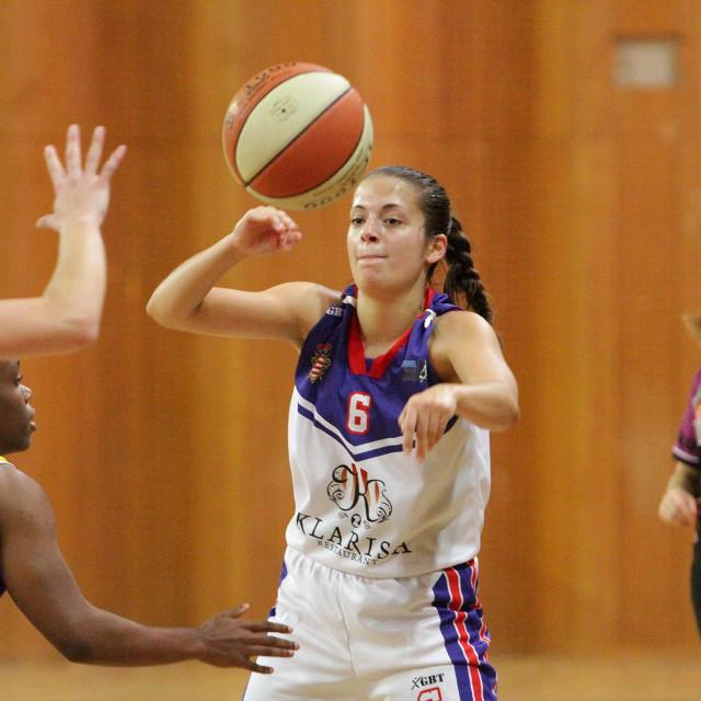 Katarina Zarač (Ragusa) protiv Kraljeva u regionalnoj WABA ligi foto: Tonči Vlašić