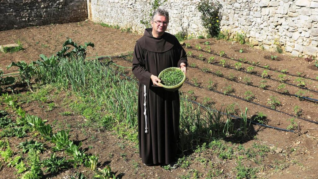 Fra Mario: Na početku sam proučavao i eksperimentirao, a onda je krenula sadnja raštike, cvjetača i drugih vrsta kupusa