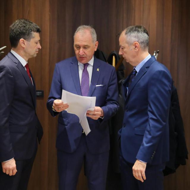 Miroslav Delić kaže da 25, 5 milijuna kuna težak e-ticketingfinancira s 12 milijuna kuna iz EU-ovih sredstava, a ostatak će osigurati suvlasnici 'Prometa', što znači da prvenstveno računa na sredstva iz Grada Splita