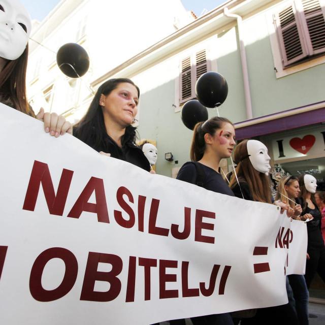 Ni prosvjedi, ni istupi političara, ni sudske presude... ništa to ne zaustavlja nasilnike