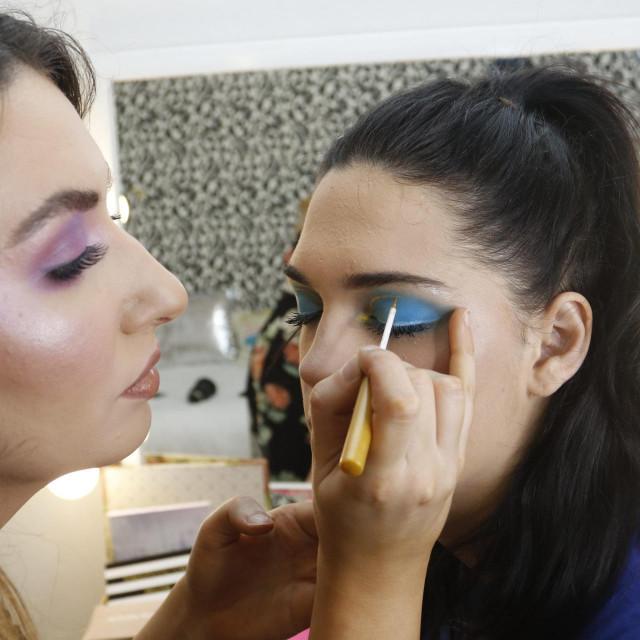Ako žele, i buduće kozmetičarke lako mogu naći svoje 'žrtve' za odrađivamke prakse šminkanja